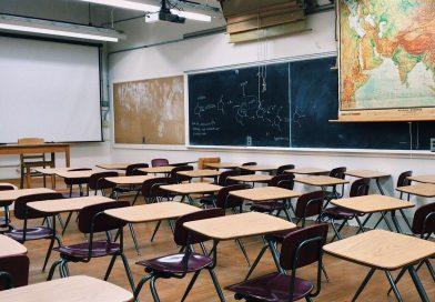 Pais e professores rejeitam retomada de aulas presenciais sem limite de alunos